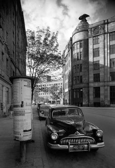 """Warszawa - Buick Super Eight przed """"Domem pod Orłami"""", fot. Timeline Photos, Quote Posters, Warsaw, Buick, Wall Collage, Old Photos, Poland, Europe, Black And White"""