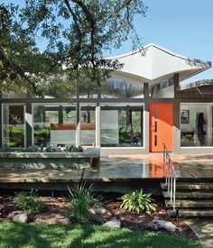 A renovated mid-century gem in Austin. Image via Dwell.