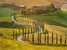 Ontdek de mooiste routes in Toscane, door de Chianti en Val d'Orcia (met de beroemde cipressen), over een duivelse brug & naar het Lago Trasimeno. Buon viaggio!