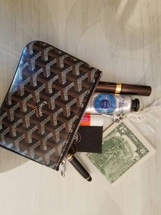 What In My Bag, What's In Your Bag, My Bags, Purses And Bags, Inside My Bag, What's In My Purse, Goyard Bag, Womens Designer Bags, Instagram Story Ideas