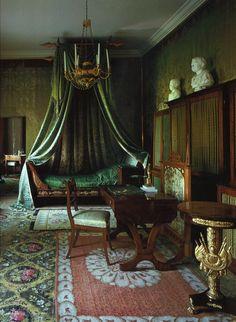 Castle Rooms, Castle Bedroom, Slytherin House, Slytherin Aesthetic, Room Ideas Bedroom, Room Decor, Aesthetic Bedroom, Common Room, Dream Rooms