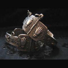 Bracelets de protection.