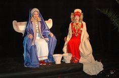 Iberian ladies. Representaciones de mujeres iberas con elementos de prestigio y autoridad. Sedentes y ataviadas con ricos vestidos: túnica, mitra, velo y manto. Joyas: pendientes, diadema y collares de lengüetas y anforiscos. Rodetes que enmarcan el rostro.