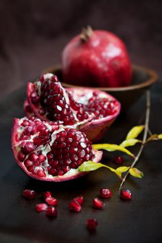 155149103-pomegranate-still-life-gettyimages.jpg (338×507)