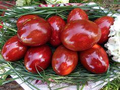 cum vopsim ouale in mod natural Red Color, Menu, Eggs, Easter, Vegetables, Cooking, Nature, Food, Healthy Food