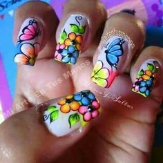 Mariposa y flores Butterfly Nail Art, Rose Nail Art, Rose Nails, Flower Nail Art, Claire's Nails, Fingernails Painted, Fancy Nails, Pretty Nails, Beautiful Nail Designs