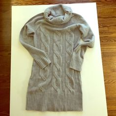 Forever 21 Cowl-neck Sweater Cable Knit Dress Forever 21 Ambiance Apparel Sweater Dress. Light grey. Size Medium. Cable knit front. Chinky cowl neck. Length is 26 inches from under arm. Forever 21 Dresses Long Sleeve