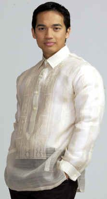 Barong, a traditional formal Filipino shirt commonly worn in weddings. The groom, Paka Reyes, worn a white barong. Filipino Wedding Traditions, Barong Tagalog, Wedding Dresses Under 100, Button Down Collar Shirts, Tropical Fashion, Bohemian Bride, Western Dresses, Father Of The Bride, Traditional Dresses