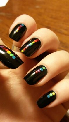 Simple black/green nails with colorful dots! Love these Simple black/green nails with colorful dots! Green Nails, Black Nails, Glitter Nails, Fun Nails, Gothic Nails, Trendy Nail Art, Manicure E Pedicure, Super Nails, Perfect Nails
