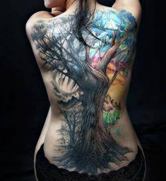Tattoo Baum mit bunten Hintergrund
