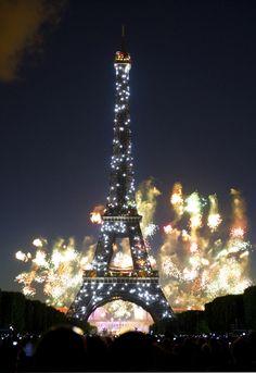 Paris-Eiffel-Tower-fireworks