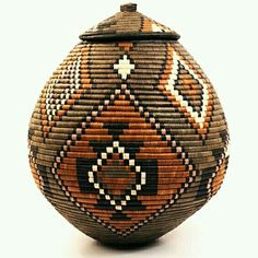 Depending on the type of lid these African baskets have, they are referred to as either Ukhambas or Isichumo. Each Zulu basket is handcrafted from Ilala palm. African Crafts, African Home Decor, African Art, Zulu, Style Afro, Weaving Art, African Design, African Fabric, Basket Weaving
