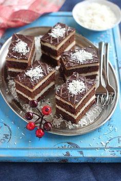 Juditka konyhája: ~ KÓKUSZOS GRÍZES SZELET ~ Hungarian Desserts, Hungarian Recipes, Poke Cakes, Lava Cakes, Cookie Recipes, Dessert Recipes, Torte Cake, Custard Cake, Gingerbread Cake