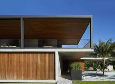 flexible timber screens allow sunrise house by mck to open up or shut down completely   Netfloor USA