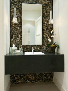 River rock bathroom wall Photo via : www.bizar-media.com