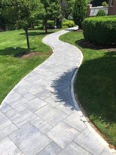 27 easy and cheap walkway ideas for your garden walkway ideas the walkway to haven this beautiful walkway features beautiful cambridge pavingstones with armortec solutioingenieria Images