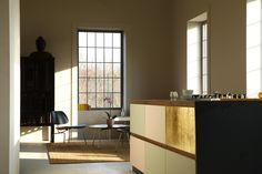 Design_Patchwork St.  Linoleum auf Multiplex mit Griffleisten aus Nussholz massiv Home Upgrades, Ikea Kitchen Design, Plywood, Divider, Modern, Instagram, Interiordesign, Home Decor, Minimal