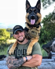 Learn to train your dog even an adult on video – German Shepherd, large dog, guard dog Military Working Dogs, Military Dogs, Police Dogs, Military Soldier, Cop Dog, Soldier 76, Future Soldier, Female Soldier, Winter Soldier