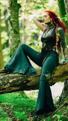 Red Dreads, Dreads Girl, Beautiful People, Beautiful Women, Beautiful Dreadlocks, Hippie Outfits, Inked Girls, Girl Tattoos, Costumes