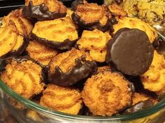 Vasárnapi balatoni süti #14 - A mennyei kókuszcsók | LikeBalaton Healthy Sweets, Muffin, Food And Drink, Coconut, Snacks, Drinks, Cooking, Breakfast, Desserts