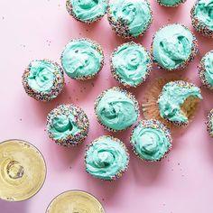 Youre the icing on my cupcake the sparkle in my eyes! Its World Compliment Day whats the best compliment youve ever received?  Tu es le glaçage sur mon cupcake létincelle dans mes yeux! Cest la Journée mondiale des compliments quel est le plus beau compliment que vous ayez reçu?  #WorldComplimentDay #JournéeMondialeDesCompliments #compliment #cupcake #sparkle #JPChenet #JPChenetICE #LePlaisirÇaSePartage