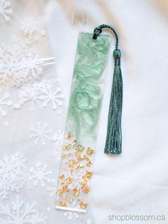 Diy Resin Ornaments, Diy Resin Gifts, Diy Resin Keychain, Diy Resin Projects, Holiday Ornaments, Epoxy Resin Art, Diy Resin Art, Resin Crafts, Cute Desktop Wallpaper