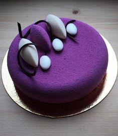 ♥ Dezert * fialový mini dortík, zdobený bílou čokoládou ♥