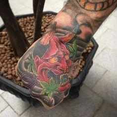 Tatuagem colorida no estilo oriental Hannya  realizada no Rafa Ferrari Tattoo Studio feita por Rodrigo de Azeredo Hannya oriental style tattoo held at the Rafa Ferrari Tattoo Studio by Rodrigo de Azeredo