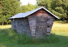 We once had a corn crib like this on the farm. I would like to bring it back.
