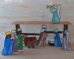 nativity3... Found the set through a Google search at www.artglassensembles.com. NOTE: This website has the pattern