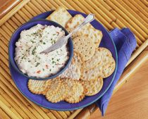Our baked crab dip is made with cream cheese, a little onion, canned crab meat, and other simple seasonings. Serve the crab dip hot with crackers. Crab Dip Recipes, Appetizer Recipes, Meat Appetizers, Seafood Recipes, Baked Crab Dip, Hummus, Super Bowl Dips, Food Network Recipes, Cooking Recipes