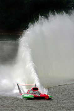 Oh Boy! Oberto impressive roostertail, classic unlimited class hydroplane hydroplanes hydro hydros racing boat boats