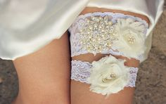 VIVIENNE Vintage Wedding Garter Ivory Lace Garder Keep and Toss Set Bridal Garder Wedding Garders Vintage Wedding Ivory Garter Garderbelt