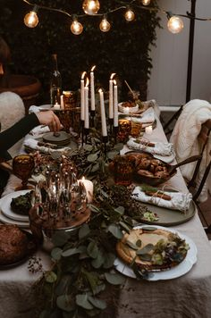 Dinner Party Decorations, Dinner Party Table, Elegant Dinner Party, Decoration Table, Fall Dinner, New Years Dinner Party, Outdoor Dinner Parties, Rustic Table, Yule