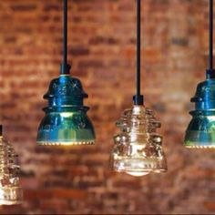 Recycling Glass Insulators Into Pendant Light. This would be a wonderful use of the kids ( now grown) glass insulators we have tons! Do It Yourself Vintage, Do It Yourself Upcycling, Insulator Lights, Glass Insulators, Electric Insulators, Jar Lights, Glass Lights, Bottle Lights, Chandeliers