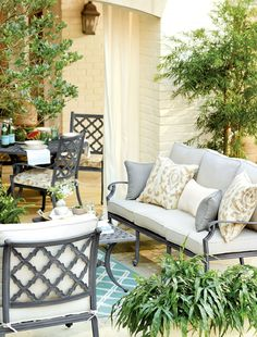 Choose a classic outdoor furniture collection that will never go out of style, like our Maison Collection.