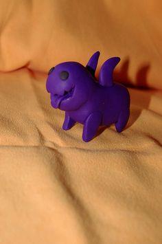 """un petit monstre violet tiré de Carbot Animation série """"Star craft"""" en FIMO pour mon fiston !"""