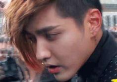 Yifan, why you look so sad? Exo Luxion, Wu Yi Fan, Kris Wu, I Miss Him, Funny Tumblr Posts, Pop Group, Chanyeol, Savior, Tao
