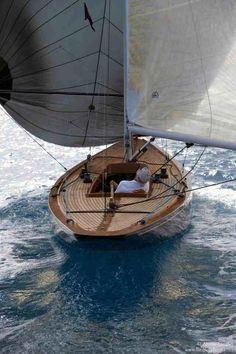 sailing forwind perfect lake boat