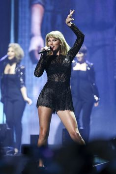 Taylor swift performs at pre super bowl
