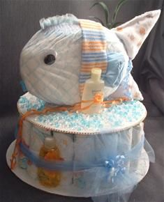 Fishy Diaper Cake check this site has lots of different ones Regalo Baby Shower, Baby Shower Crafts, Baby Shower Diapers, Baby Shower Parties, Baby Shower Themes, Baby Boy Shower, Shower Ideas, Shower Gifts, Diaper Cake Boy
