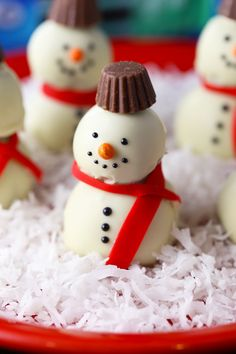 Easy Snowman OREO Cookie Balls is a recipe post by Mom Loves Baking - Lise Ode. I made these Easy Snowman OREO Cookie Balls for a sponsored post I did for OREO cookies and Walmart Christmas Desserts, Christmas Treats, Holiday Treats, Christmas Cookies, Christmas Baking, Christmas Boxes, Christmas Dishes, Holiday Foods, Christmas Candy