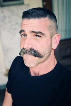 If there is one style attribute that men by and large tend to ignore in the current generation is a moustache. A moustache can be one of the best pairings along Walrus Mustache, Mustache Styles, Beard No Mustache, Big Moustache, Cool Haircuts, Haircuts For Men, Cool Hairstyles, Sexy Beard, Short Beard