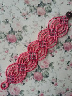 Embroidery Bracelets Ideas what a cool idea Amazing! Hemp Jewelry, Textile Jewelry, Macrame Jewelry, Macrame Bracelets, Tatting Armband, Tatting Bracelet, Tatting Jewelry, Macrame Bag, Macrame Knots