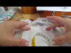 Montar encaje en la tela - YouTube Lacemaking, Bobbin Lace, Learn To Sew, Sewing Techniques, Baby Sewing, Cross Stitching, Sewing Hacks, Diy Crafts, Crafty