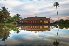 The rich vegetation, biological diversity and gentle pace of village life in the backwaters beckon all kinds of travellers to Kerala.