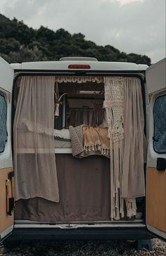 Travel Camper, Diy Camper, Rv Campers, Old Mercedes, Camper Van Life, Caravan Makeover, New Bus, Van Living, Summer Dream