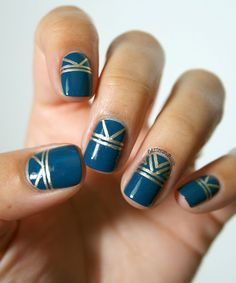 Inspiration 30's. Kiko Oil Blue   Essie Good As Gold