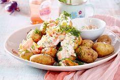 Unser beliebtes Rezept für Kartoffeln mit Lachs-Kräuter-Dip und mehr als 55.000 weitere kostenlose Rezepte auf LECKER.de. Fish And Seafood, Dips, Potato Salad, Healthy Living, Low Carb, Healthy Recipes, Baking, Dinner, Eat