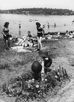 Life goes on. German soldiers grave on the Havel, 1946.